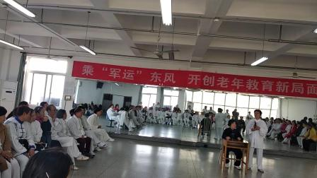 老师到市老年大学传播杨式太极拳