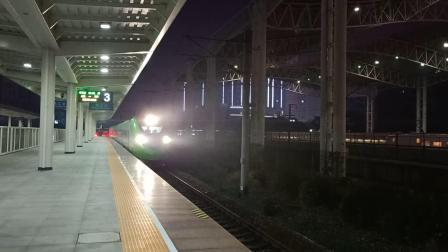 动702镇江站进站