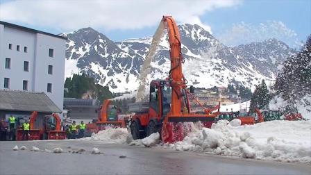 老外城市公路除雪设备演示会
