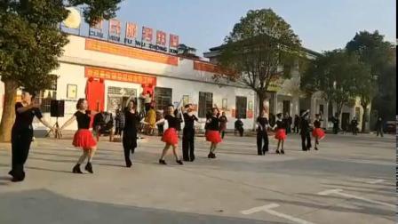 神鼎山镇水兵舞队演练《兵兵三步踩》