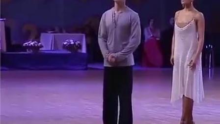 这个男人是盲人,或许他永远看不到他舞的有多美,但是他们的执着精神感动了无数人!