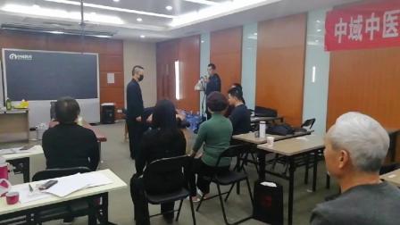 中域教育龙根术现场老师教学员练功打坐[赞]