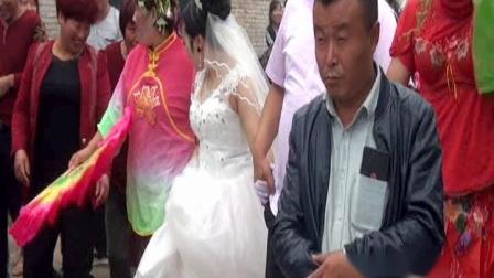 壶关百尺镇大街上婚礼闹红火太出格了