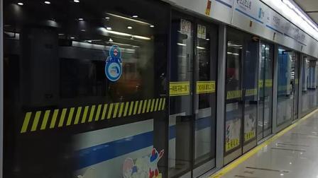 上海地铁8号线蓝精灵中华艺术宫出站