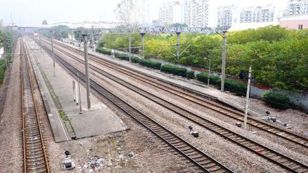 沪昆铁路莘庄天桥 K48次杭州-齐齐哈尔