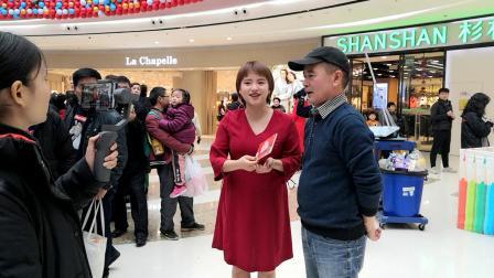 葫芦丝同学接受电台记者采访