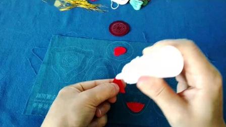 紫鼠运财1-按纸样裁下胶衬,粘与相对应图案的面料反面