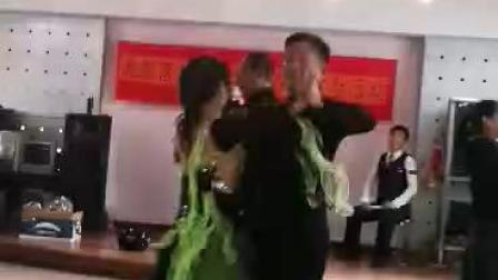 2020年1月14号宏福苑和海青落李德强老师三家一起联欢会上跳的慢三又见北风