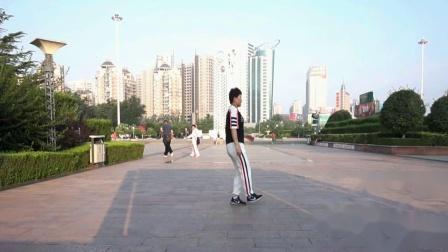 47步广场舞鬼步舞《落雨的秋》鬼步舞第三个基础步《三点一转》鬼步舞的基本步有哪些