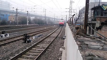 K4237次(北京西——兰州西)(临客)咸阳站5道停车
