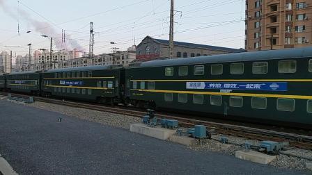 [火车视频] 大连站车迷候车室-400