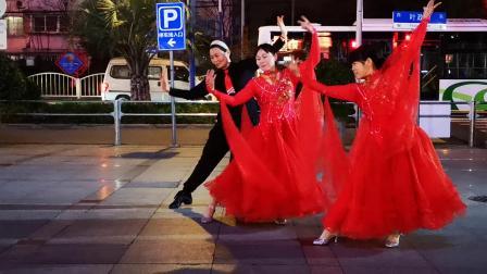 绩溪县伏岭雪儿广场舞慢三步一拖二《月亮船》