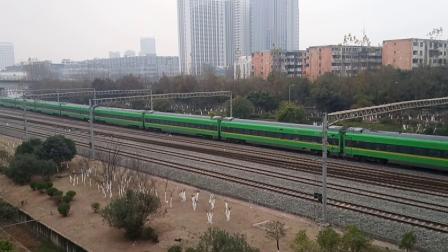 C5752次(CR200J重联)发车与G2203次(CRH380B)到达成都东站