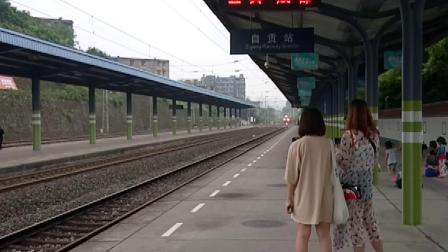 K9446次进自贡站1站台1道(HXD3C牵引)