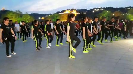鬼步舞入门教学《两点飘》身体肥胖适合学鬼步舞 怎么自学老年广场舞鬼步舞基础教学