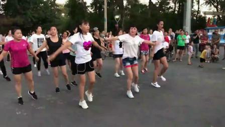鬼步舞《正奔》如何衔接下一个动作 练习鬼步舞教学_老年人学鬼步舞老是速度慢怎么办