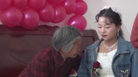 新娘要出嫁了,奶奶却拉着新郎的手一直在哭,太舍不得了