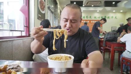 北京最火爆的山西刀削面?炖肉刀削面15一碗永远排队,味道一绝!