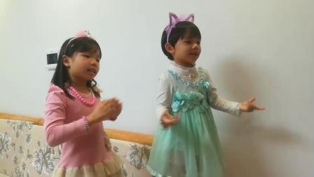 姐妹俩跳舞