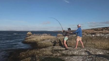 钓鱼人被欺负最惨的一次,大鱼断线后,钓鱼人直接自闭了!