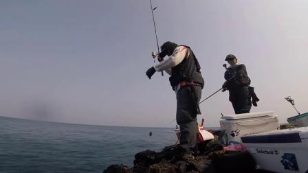 脱钩断线有多气?钓鱼人:每次跑鱼,都恨不得把鱼竿砸了!