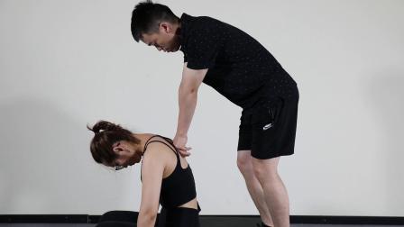 桃子老师演示竖脊肌筋膜手法