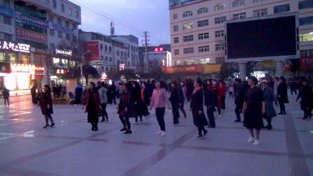 志丹前广场 晚练舞场  拍摄-白玉安
