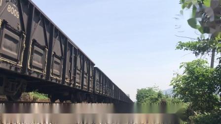 (广茂线火车视频)DF4A 0744牵引41189通过肇庆学院道口