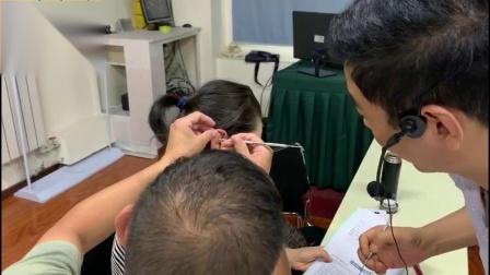 赵建新老师指导学员耳穴点穴治疗腰痛