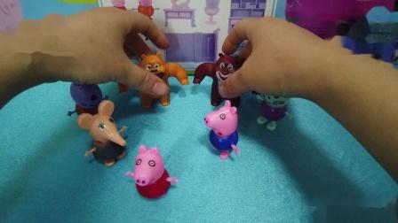 小猪佩奇邀请熊大熊二家里做客 并做好吃的招待它们