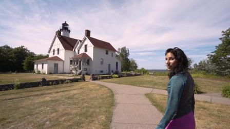 密西根州苏圣玛丽:苏必利尔湖的 Point Iroquois Lighthouse 灯塔