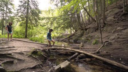 密西根州,马奎特:探索静水河瀑布