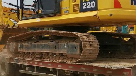 新疆大哥喜提一台小松220-8挖掘机