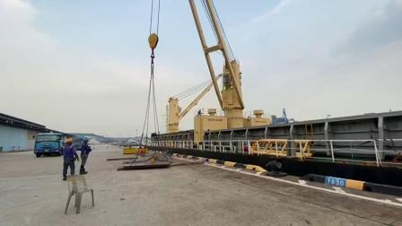 elebia c5自动夹具吊装钢板在Jurong Port (新加坡)