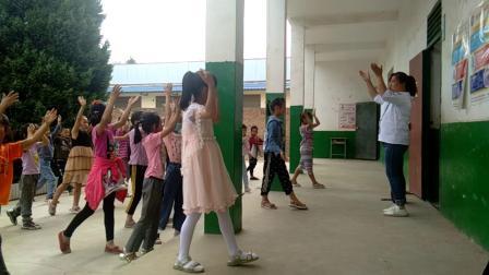 西川小学排练六一节目