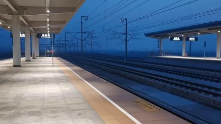 20191122 175626 G1282次列车高速通过鄠邑站交汇D6870次列车