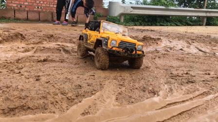 重庆物拖帮-还是泥巴最好玩。
