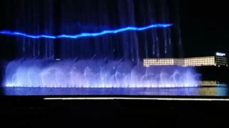 青岛即墨龙泉湖喷泉激光.mp4