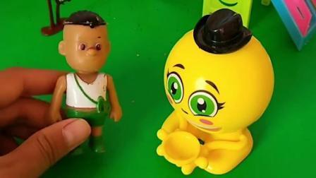亲子益智玩具:贝尔把小朋友们的玩具都抢走了,王后教训她,她还不听