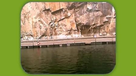 音画欣赏 上海辰山植物园矿坑花园  本几十年采石矿坑成60米深龙潭还瀑布浮式通廊
