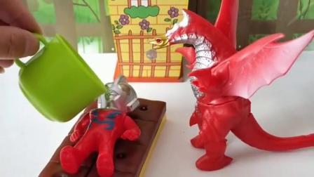 怪兽给小奥特曼吃药后,让他不认识自己妈妈,奥特曼之母好伤心!