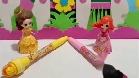 人鱼公主和贝儿都有泡泡笔,人鱼公主拿着泡泡笔送给白雪一个,人鱼公主真善良!