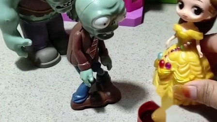 小鬼和僵尸都是帮助别人受伤的,贝儿帮他们消毒包扎好了,他们都好善良!