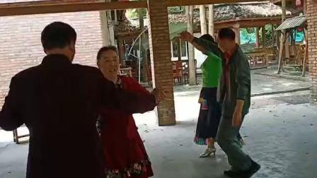 欢乐歌伴舞 4月29号在杨氏农家乐唱歌