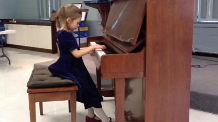 小女孩在音乐节上的钢琴演奏.mp4