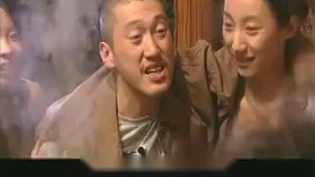 杀人犯正吃着火锅,殊不知早已被警察包围,这下插翅难逃了!