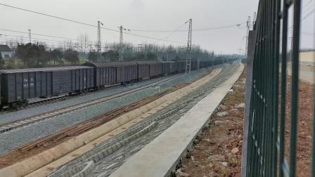 20200116 150240 阳安线HXD2货列通过王家坎站,列尾挂保温(冷藏车),轮轨声节奏感很强