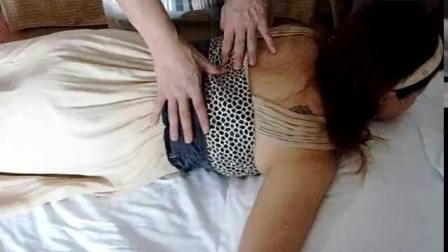 龙氏正骨颈椎病胸椎腰椎正骨手法龙层花弟子正骨手法_标清