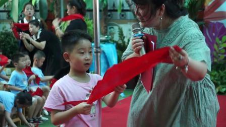 8、新绛县富力城幼儿园共世界成长毕业典礼颁发红领巾