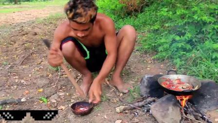 小伙独自一人在荒野野餐,做烤螃蟹吃,这样的做法还是头一次见